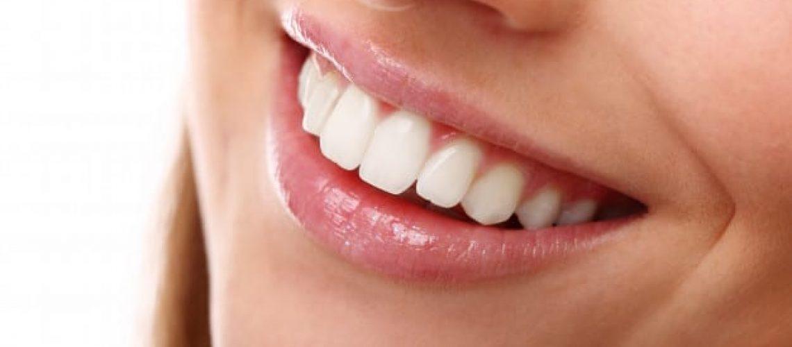 perfect-smile-with-white-teeth-closeup_144627-29225